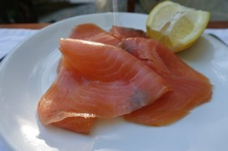 fresh-smoked-salmon-1776533_640